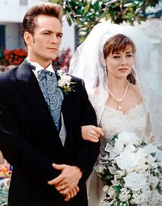 Shannen Doherty Doherty (Brenda Walsh) styled a big veil on the arm of Dylan McKay (Luke Perry) in a Season 2 episode of Beverly Hills 90210 in 1992.