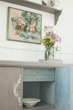 Chest painted with color, French Linen and Duck Egg Blue, Annie Sloan Calk Paint on Nøkleby farm in Trøgstad! Norway.Kommode malt med farge, French Linen og Duck Egg Blue, Annie Sloan Calk Paint på Nøkleby Gård i Trøgstad! Norge. Country Farmhouse, Country Style, Norway, Diy Furniture, Vanity, Home Decor, Dressing Tables, Cottage, Rustic Style