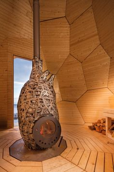 Inside, the pine-clad interior surrounds a handmade wood-fired burner, encased in a iron cage in the shape of an anatomical heart. The burner is filled with large stones to conduct the heat, which varies between 75 and 85 degrees Celsius.