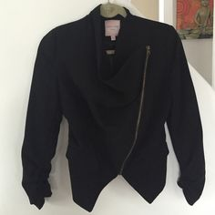 Black blazer Edgy blazer with a cool zipper that gives this classy blazer a cool look. Romeo & Juliet Couture Jackets & Coats Blazers