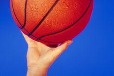 Tendinitis y codera para baloncesto. Cuando miras a las estrellas de la NBA, puedes notar una codera en el brazo de tiro de los jugadores. Esta puede ser usada como moda, pero también para varias lesiones del brazo. Por ejemplo, puede producirse tendinitis en el codo cuando los tendones se inflaman ...
