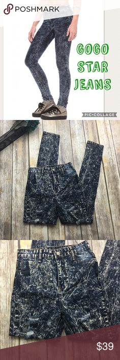 🎈 GOGO STAR JEANS Distressed Skinny Jeans Distressed Acid Wash Jeans. In excellent condition. Size (7 on Jean tag) High waist jeans. 26 inch waist. 11 inch rise. 31 inch inseam. GOGO STAR Jeans Skinny