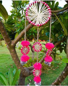 Easy Yarn Crafts, Cd Crafts, Diwali Diy, Diwali Craft, Door Hanging Decorations, Diy Hanging, Diwali Decoration Items, Handmade Decorations, Hanging Paintings