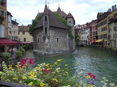 Annecy is definitely a place I want to see again...but would it be interesting enough for a whole month?