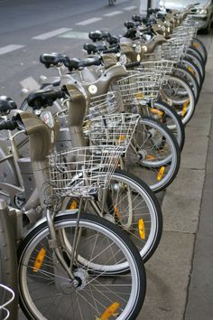 Every city should have free bike rentals. They know how to live in Paris!