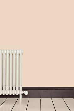 Dare to paint the skirting boards dark? Such a practical colour!