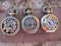 Reloj pequeño estrellitas / Pagustosloscolores - Artesanio