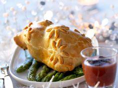 Découvrez la recette Cailles en croûte farcies au foie gras, sauce au madère sur cuisineactuelle.fr.