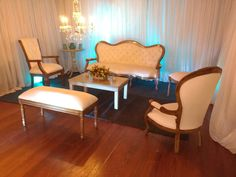 Dale un toque de elegancia y siente te cómodo en tu evento.  Sala alejandrina   Contáctanos 📲 3115194190