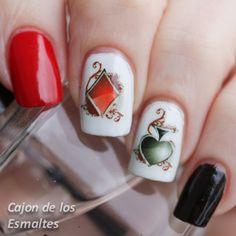 Decoración de uñas de cartas o  poker - Water decals de BPS http://www.cajondelosesmaltes.com/2014/12/decoracion-de-unas-de-cartas-o-poker.html