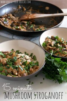 15 minute mushroom stroganoff – Easy Cheesy Vegetarian : This quick mushroom stroganoff recipe is the perfect main meal to impress your vegetarian guests - in just 15 minutes. Quick Vegetarian Meals, Easy Healthy Dinners, Healthy Dinner Recipes, Vegan Meals, Vegetarian Food, Vegan Dishes, Healthy Food, Mushroom Stroganoff, Stroganoff Recipe