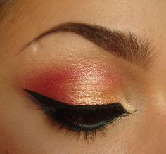 maquillaje de ojos de noche con linea dorada estilo pin up (glitter)