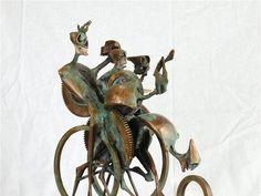 Igor Kitzberger vystavuje kovové plastiky v trenčianskej Galérii M. A. Bazovského.