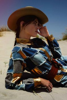 Isabeli Fontana by Cédric Buchet for Elle France August 2015 12 Moschino, Westerns, Into The West, Isabeli Fontana, Folk Fashion, Le Far West, Cowgirl Style, Equestrian Style, Photoshoot Inspiration