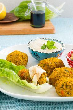 Kürbis Falafel mit Avodado- und Tahini-Dip / Pumpkin falafel with avocado and tahini dips