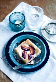 Ruokahommia: Karamellisoitua luumua ja vaniljarahkaa eli joulutortut uudella tapaa. Tested: aivan ihanaa ja raikasta.