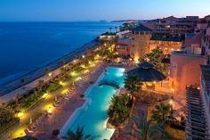 Piscinas con vistas al mar en hotel Elba Estepona. Piscinas separadas de adultos y niños. Piscina cubierta y climatizada.