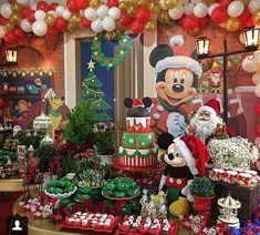 Mickey navideño Disney Christmas Party, Mickeys Christmas Party, Mickey Mouse Christmas Tree, Disney Christmas Decorations, Christmas Birthday Party, Christmas Party Decorations, Christmas Tree Themes, Mickey Mouse Clubhouse Birthday Party, Mickey Birthday