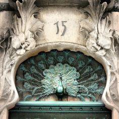 Gli Arcani Supremi (Vox clamantis in deserto - Gothian): Elvish style Alicante, Art Nouveau, Elvish, Steampunk, Lion Sculpture, Exterior, Statue, Bird, Instagram