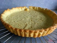Dit recept voor zoet amandeldeeg is een prima basis voor vele taarten. Door gebruik van amandelmeel heeft het een heerlijke smaak en brosse structuur.