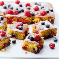 This glutenf free summer berry cake uses polenta instead of flour, giving it a great texture, and combines brilliantly with the summer berries and sticky lemon syrup Best Gluten Free Recipes, Gluten Free Cakes, Gluten Free Baking, Vegetarian Recipes, Tray Bake Recipes, Fruit Recipes, Flour Recipes, Cake Recipes, Dessert Recipes