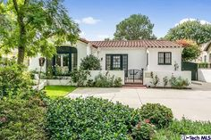 Spanish style bungalow in Pasadena. With David Ebershoff in The Danish Girl. Spanish Style Homes, Spanish House, Spanish Colonial, Spanish Tile Roof, Spanish Courtyard, Spanish Revival Home, Bungalows, Style At Home, Pasadena Real Estate