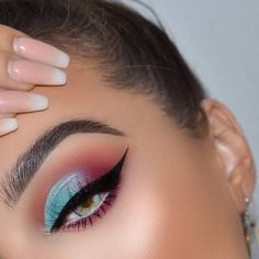 19 Glam eye makeup ideas for eye-catching party look - eye shadow ,glamorous eye makeup ideas #makeup #smokeyeyes #eyeshadow
