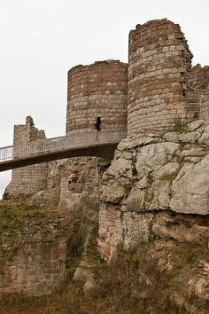 Beeston Castle is a former royal castle in Cheshire, England. It was built in the by Ranulf de Blondeville, the Earl of Chester. Cheshire Cheese, Chester City, Cheshire England, Travel Sights, Scottish Castles, Barnsley, Castle Ruins, Chateaus, Fortification