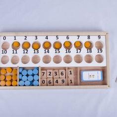 Un juego completo para aprender a Multiplicar y Dividir de forma manipulativa y aprendiendo a pensar. Contiene tarjetas con las tablas de multiplicar y las de dividir y sus soluciones tal y como se representan en el tablero de juego. Movimiento y orden se convierten en este juego en todo un entretenimiento para aprender.