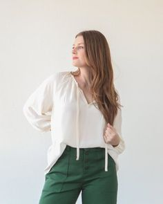 Buy this True Bias Roscoe Blouse & Dress Pattern online from Harts Fabric. Maternity Sewing, Maternity Dresses, Blouse Dress, Ruffle Blouse, Sewing Blouses, Chiffon Blouses, White Blouses, Make Your Own Clothes, Diy Clothes