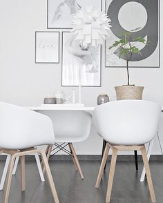 Hi there 🙋🏻 Wishing you all a good day 👌🏻 • • • #ilovemyinterior #scandinavianhome #scandinaviandesign #whiteinterior #minimalism #bolig #boligpluss #deco #interior_and_living #interiordecor #interiør #interior123 #interior4inspo #skandinaviskehjem #instadaily #interiorwarrior #interiorforinspo #decoration #styling #simplicity #interiør #myhome #instahome #mynordicroom #finahem #nordicinspiration #interior #onlyinterior #putti123 #bobedre #norsuinteriors