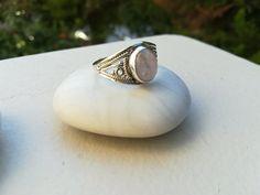 Ασημένια τρίβερα απλά παχυά και λεπτά βεράκια για άνδρες και γυναίκες, σκαλιστά δαχτυλίδια, μονόπετρα ασημένια δαχτυλίδια. Gemstone Rings, Gemstones, Jewelry, Jewlery, Gems, Jewerly, Schmuck, Jewels, Jewelery