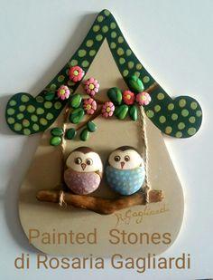 Casetta in legno decorata Stone Crafts, Rock Crafts, Clay Crafts, Arts And Crafts, Stone Age Art, Coral Art, Rock And Pebbles, Diy Crafts Hacks, Autumn Crafts