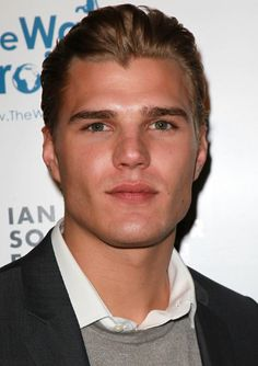 Chris Zylka, the actor that SHOULD play Kyle O'Shea in the upcoming Host movie...