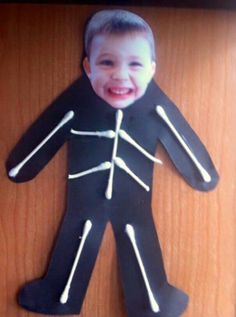 This is a cute craft to do around Halloween time! It involves seeing themselves as a skeleton while using fine motor skills putting the Q-tips as their bones on construction paper. The kids at my day care would love to do this! Preschool Projects, Daycare Crafts, Classroom Crafts, Preschool Art, Toddler Crafts, Preschool Activities, Fall Classroom Decorations, Body Preschool, Preschool Pictures