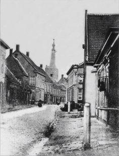 Oudste foto van de Heuvelstraat uit 1880, gemaakt op de plek waar nu de V&D is, richting Heikese kerk.