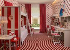 Este quarto foi projetado pela arquiteta Zize Zink para uma menina de 9 anos muito antenada, viva e descolada.