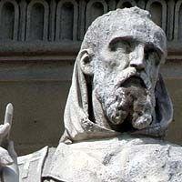 .Grégoire de Tours - cour Napoléon du Louvre -GREGOIRE DE TOURS, 1) BIOGRAPHIE, 9: Durant son épiscopat, il es gêné par les querelles des souverains Francs, qu'il n'hésite pas à fustiger. Il tient notamment tête au roi CHILPERIC 1°, puis à la reine FREDEGONDE qu'il accuse d'être responsable du meurtre de l'évêque PRETEXTAT. Celui-ci avait marié MEROVEE, fils et opposant de Chlpéric, à sa tante BRUNEHAUT, veuve de Sigenbert, remettant ainsi la famille de ce dernier en mesure de régner.