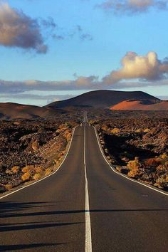 Timanfaya on Lanzarote Beautiful Roads, Most Beautiful Cities, Places To Travel, Places To See, Menorca, Nature Landscape, Voyage Europe, Canary Islands, Land Scape