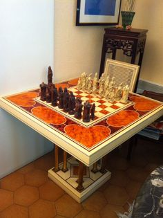 Table a jeux d'échecs est en vente sur notre Brocante en ligne par MIklos5 Plus de photos et contact à cette adresse : http://www.lesbrocanteurs.fr/annonce-antiquaire/table-a-jeux-dechecs/