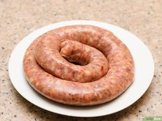 How to make Italian sausage - Italian sausage can be sweet or spicy and is made from ground pork. It can be used in pasta dishes or eaten alone. To make the Italian sausage requires a meat grinder and a filling accessory. Homemade Italian Sausage, Homemade Sausage Recipes, Smoked Sausage Recipes, Sweet Italian Sausage, Charcuterie, Sauce Pour Porc, Home Made Sausage, Pasta Dishes, Italian Recipes