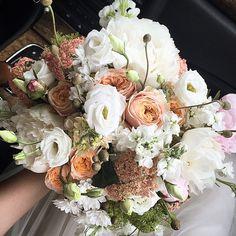 "Polubienia: 2,568, komentarze: 39 – Karolina Baszak (@karolinabaszak) na Instagramie: ""My wedding bouquet  #wedding #moments #flowers #bouquet #bohowedding #vintagewedding…"""
