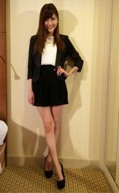 ロケ♪の画像 | 佐藤ありさオフィシャルブログ「ARISA'S BLOG」Powered… Skater Skirt, Legs, Skirts, Model, Beauty, Fashion, Moda, Skirt