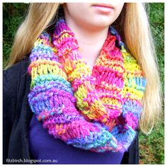 A lovely knitted cowl using homespun wool - free pattern