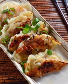 Get our easy recipe for chicken potstickers and make the best Asian appetizer you will ever taste! The recipe for spicy sesame chicken potstickers is here! Asian Appetizers, Chicken Appetizers, Appetizer Recipes, Chicken Treats, Appetizer Ideas, Easy Chicken Recipes, Asian Recipes, Ethnic Recipes, Oriental Recipes