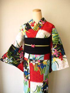 colorful kimono and black obi Yukata Kimono, Kimono Japan, Traditional Japanese Kimono, Japanese Geisha, Japanese Outfits, Japanese Fashion, Modern Kimono, Japanese Costume, Summer Kimono