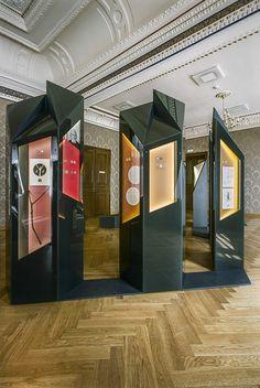Exhibition - prisms, facets