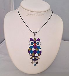 Collier mi-long avec un pendentif hibou en plastique fou. : Collier par laurence-creation