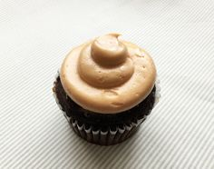 Enjoy a peanut butter buttercream recipe that guilt-free, low effort AND did we mention delicious. Don't believe us? See for yourself!