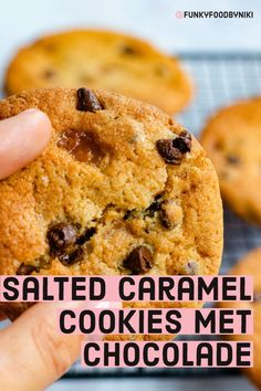 Salted Caramel Cookies met chocolade - FunkyFood by Niki Amish Recipes, Dutch Recipes, Sweet Recipes, Salted Caramel Cookies, Easy Cheesecake Recipes, Pie Cake, No Bake Cookies, Baking Cookies, Just Desserts
